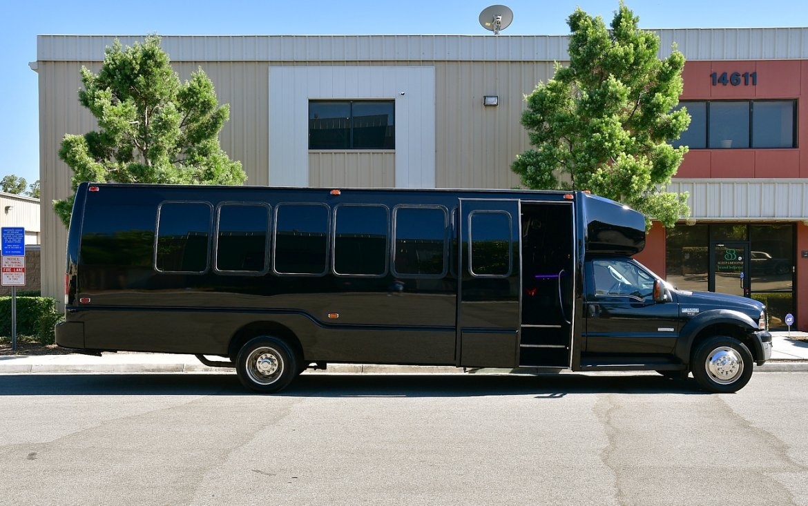Photo of Limo Bus for sale: 2006 Ford f-550 by Krystal Koach