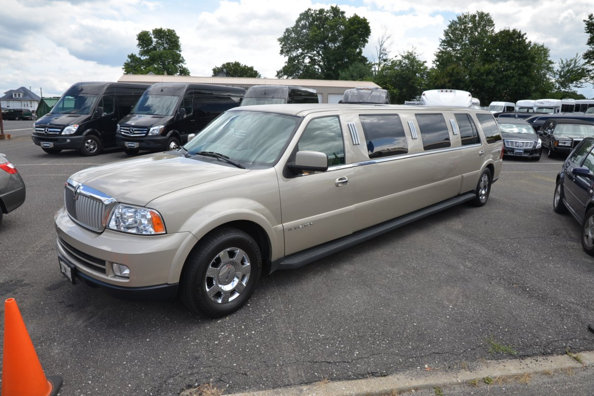 2005 Dabryan Lincoln Navigator Limousine on ford l series trucks