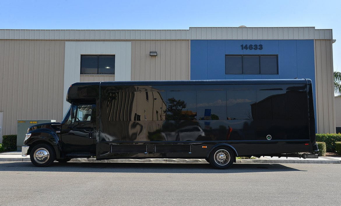 Photo of Limo Bus for sale: 2014 International Pc805 by Starcraft battista