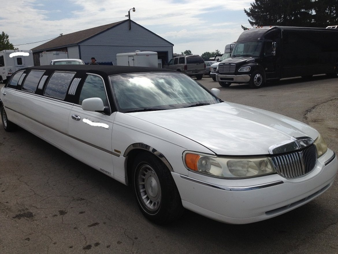 Photo of Limousine for sale: 2000 Lincoln  Town Car  by Springfield