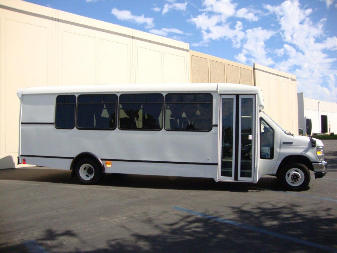 Shuttle Bus for sale: 2013 Ford E-450 by Champion