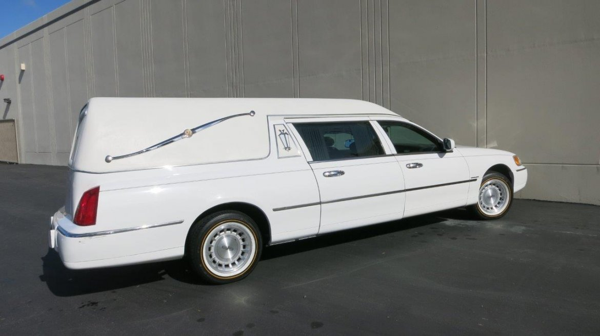 Used 1998 Lincoln Hearse for sale