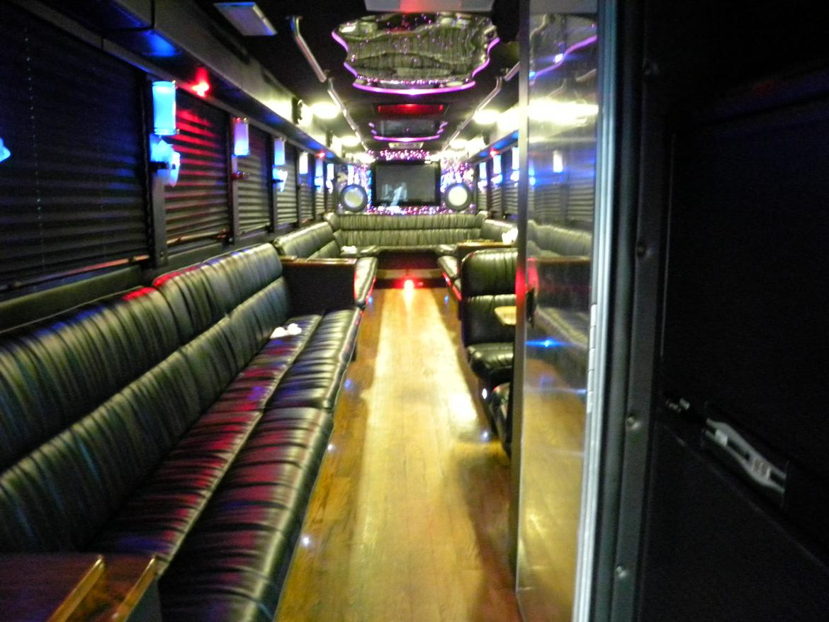 """Photo of Limo Bus for sale: 2004 Freightliner  40' Limousine Coach 40"""" by Craftsman"""