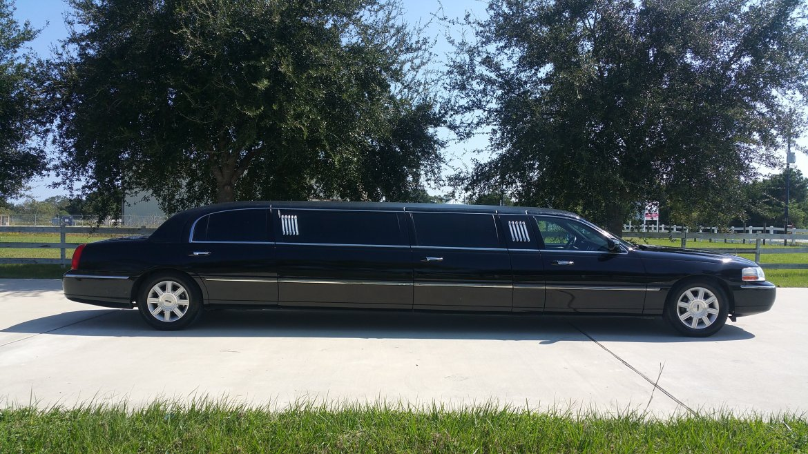 Used 2009 Lincoln Towncar For Sale Ws 10697 We Sell Limos