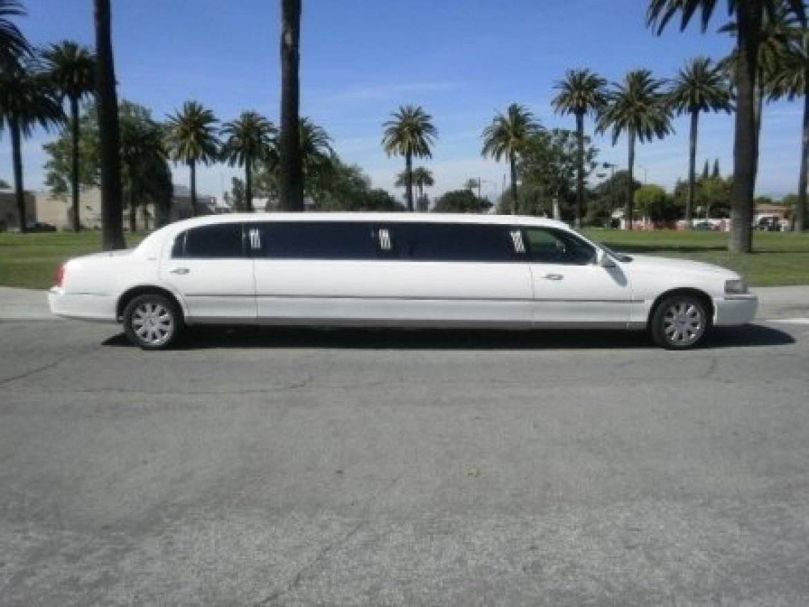 used 2005 lincoln towncar for sale ws 10699 we sell limos. Black Bedroom Furniture Sets. Home Design Ideas