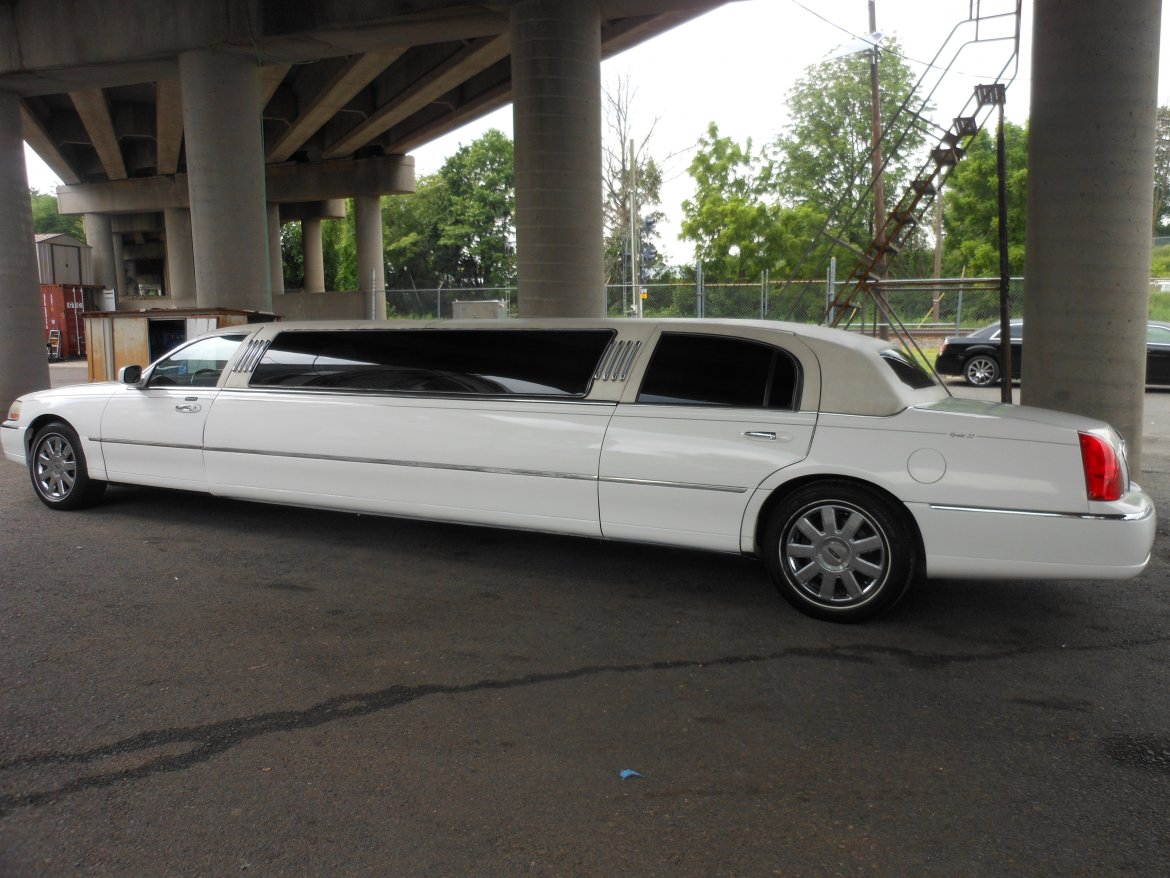 Limousine For Sale: 2004 Lincoln Town Car By Tiffany Coachworks