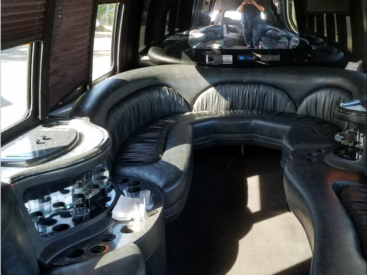 """Photo of Limo Bus for sale: 2006 Ford E 450 28"""" by Krystal Koach"""