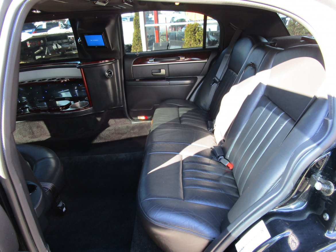 used 2008 lincoln town car signature for sale ws 10840 we sell limos. Black Bedroom Furniture Sets. Home Design Ideas