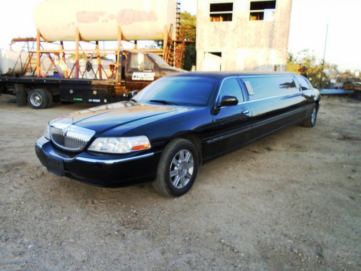 Limousine for sale: 2007 Lincoln Town Car 120