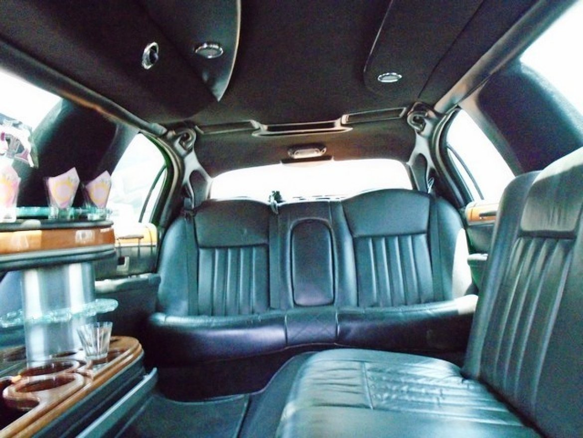 Photo of Limousine for sale: 2007 Lincoln Town Car 120