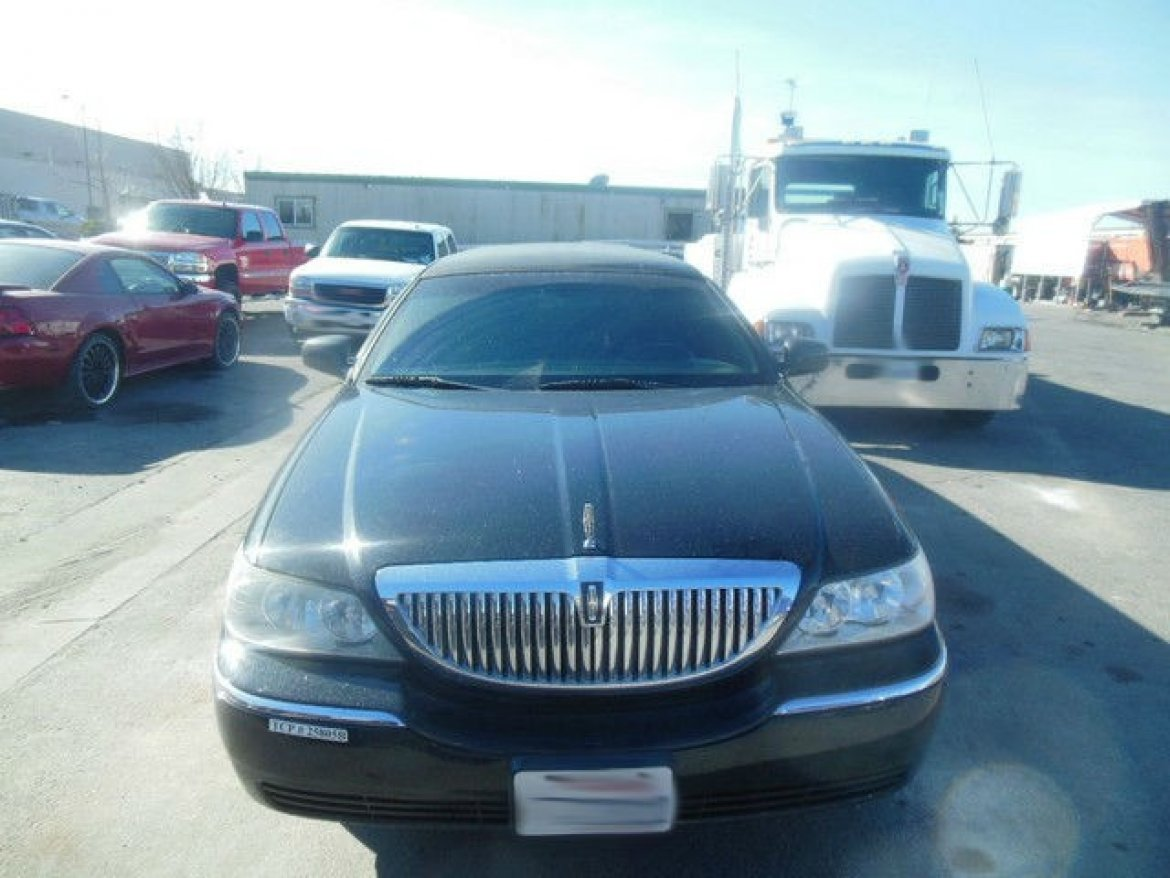 """Photo of Limousine for sale: 2008 Lincoln Town Car 72"""" Executive"""