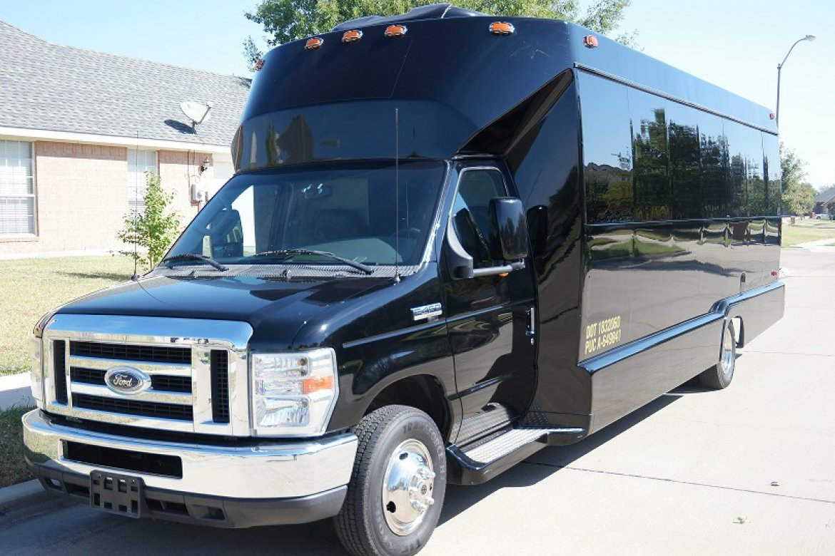 Limo Bus for sale: 2008 Ford E450 by Tiffany