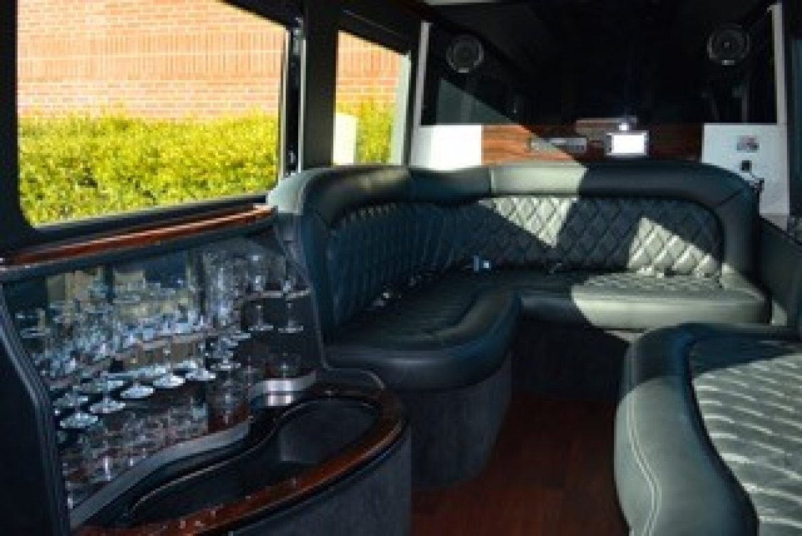 "Sprinter for sale: 2015 Mercedes-Benz Limousine 170"" by First Class Customs Inc"