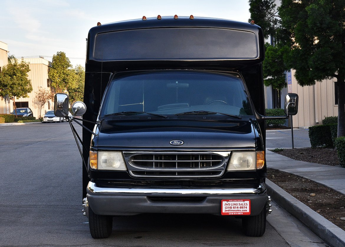 Photo of Limo Bus for sale: 2000 Ford E-450 by Champion