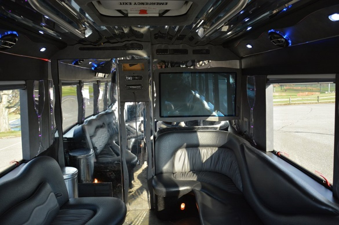 Photo of Limo Bus for sale: 2006 GMC C5V by Lime Light Coach Works