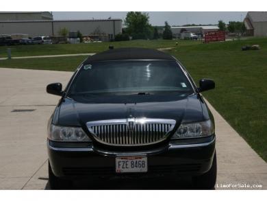 For sale: 2005 ULTRA LINCOLN Towncar Limousine