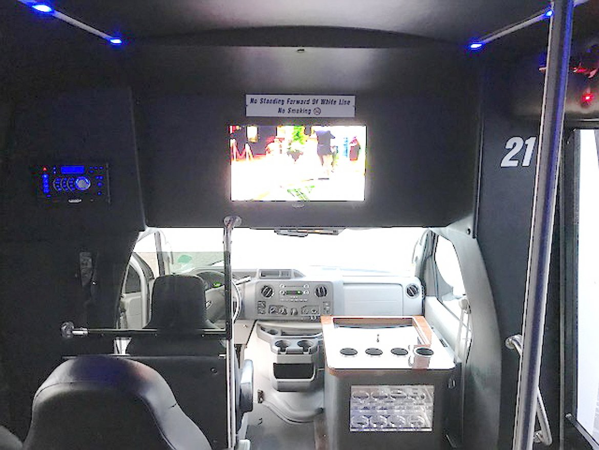 """Photo of Shuttle Bus for sale: 2014 Ford E-450 23"""" by Turtle Top"""